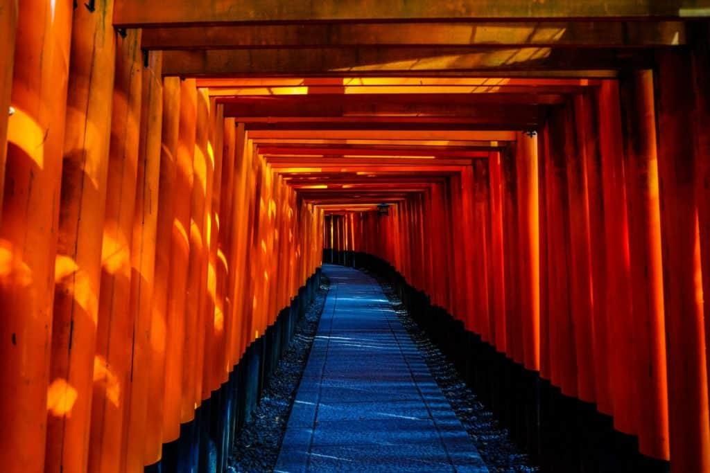 inolvidable tienes que ver en japon al Santuario Fushimi Inari está dedicado al dios del arroz