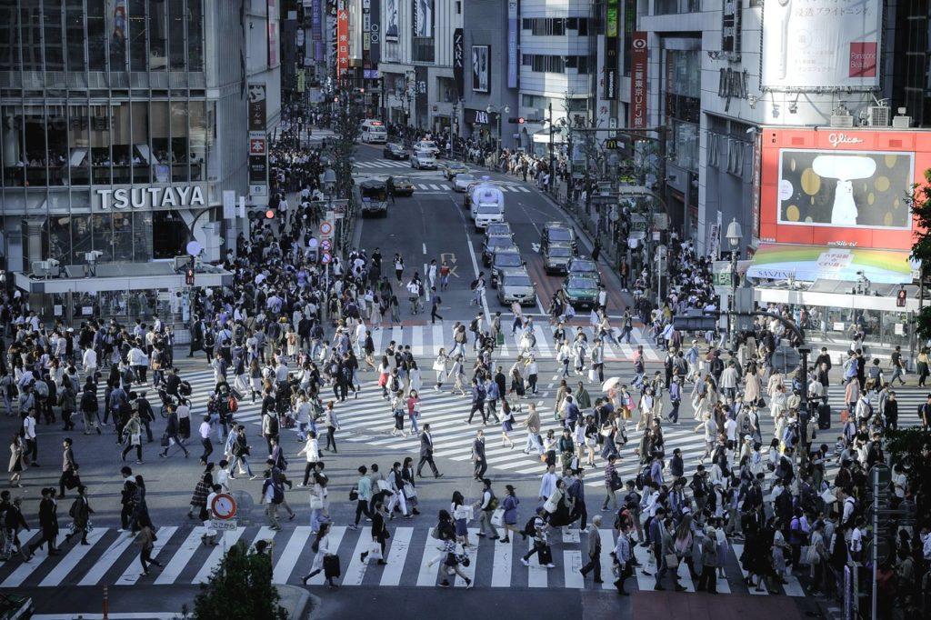imprescindible tienes que ver el cruce de Shibuya en Tokio