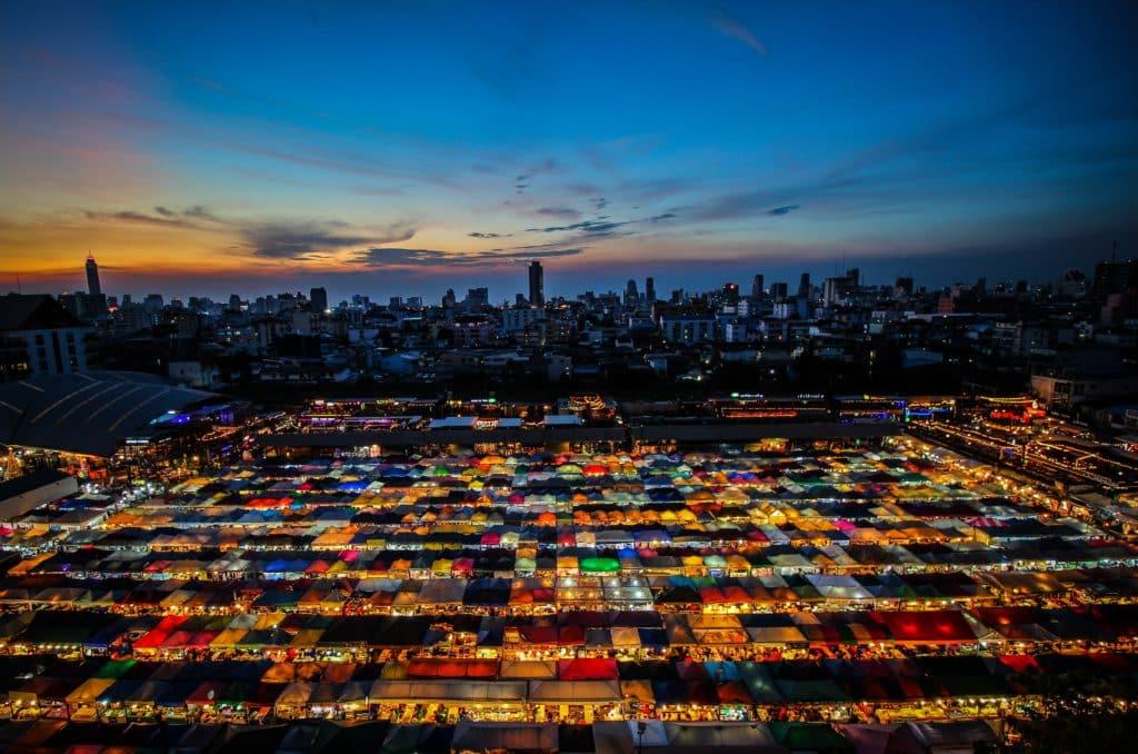 Mercado nocturno en Bangkok Tailandia