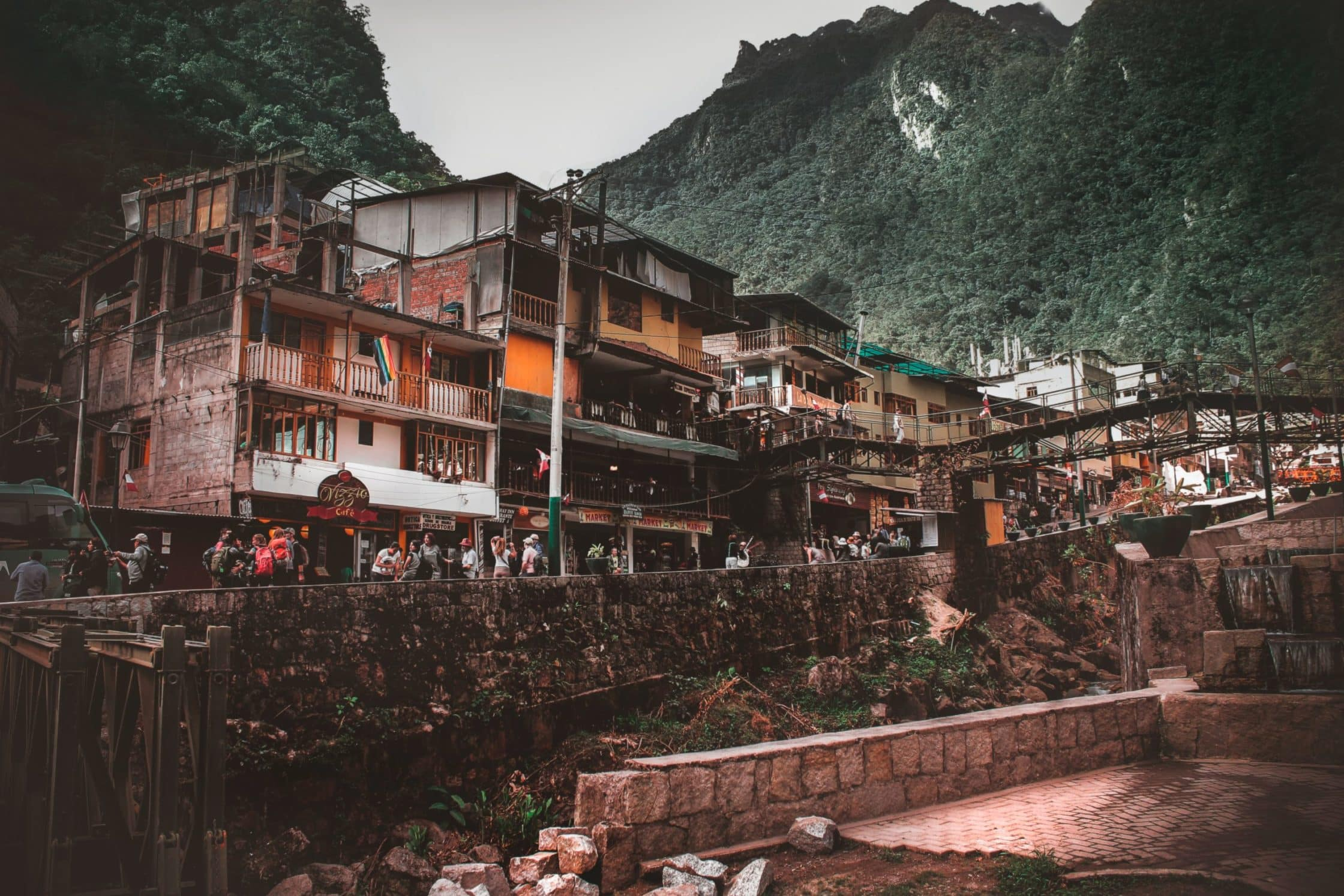 Aguas Calientes-Machu Picchu-Cuzco-Perú