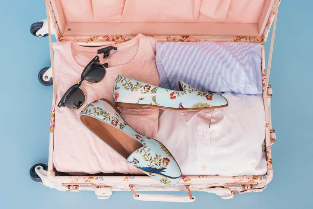Maleta rosa ropa y calzado Japón