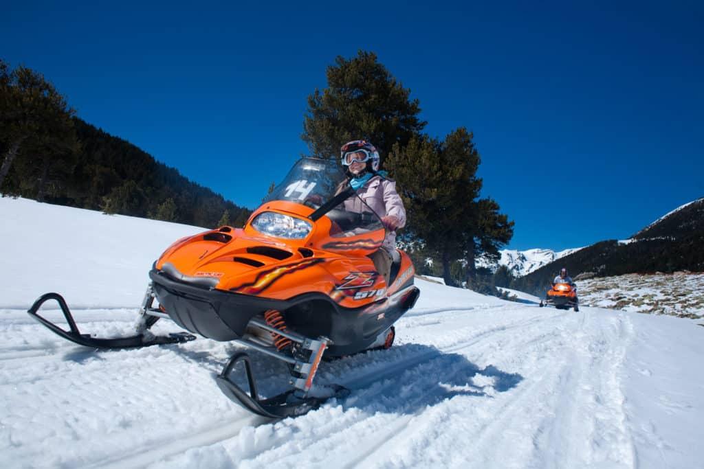 Motos de nieve en Grandvalira Grau Roig (Andorra)