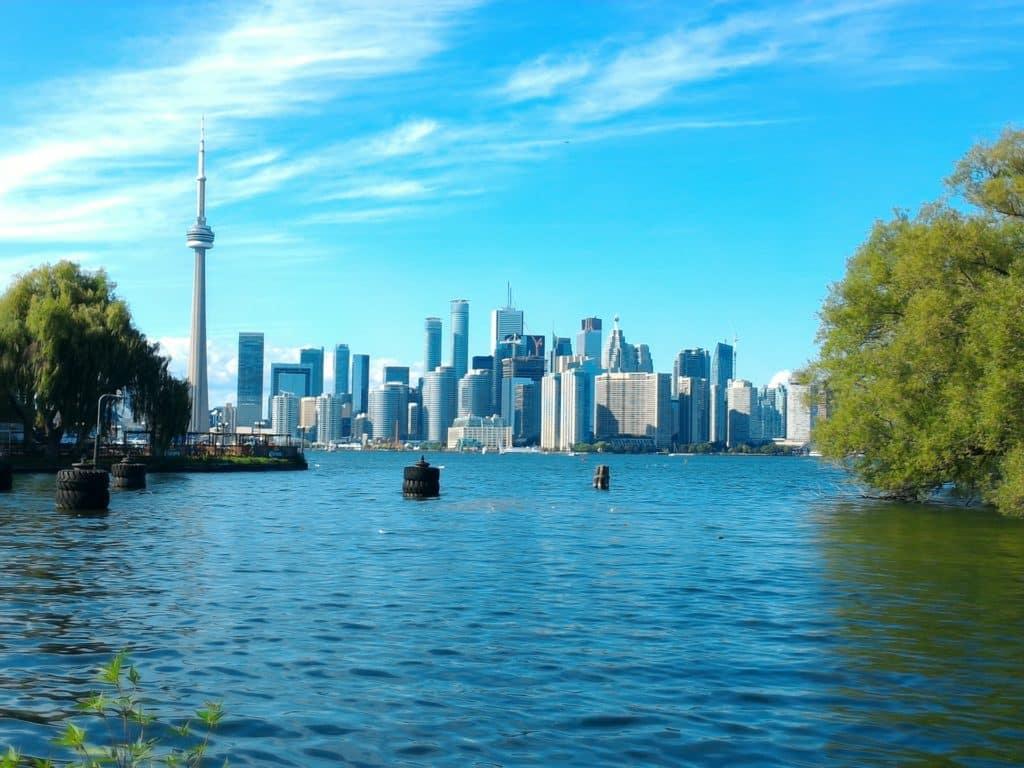 Vista a Toronto desde el lago Ontario