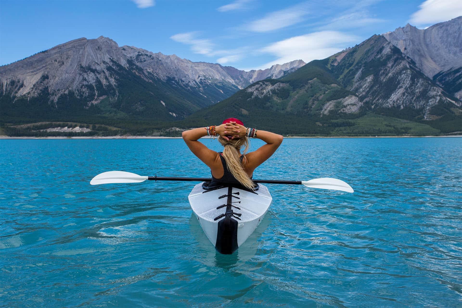 Kayak en las Montañas Rocosas, Canadá
