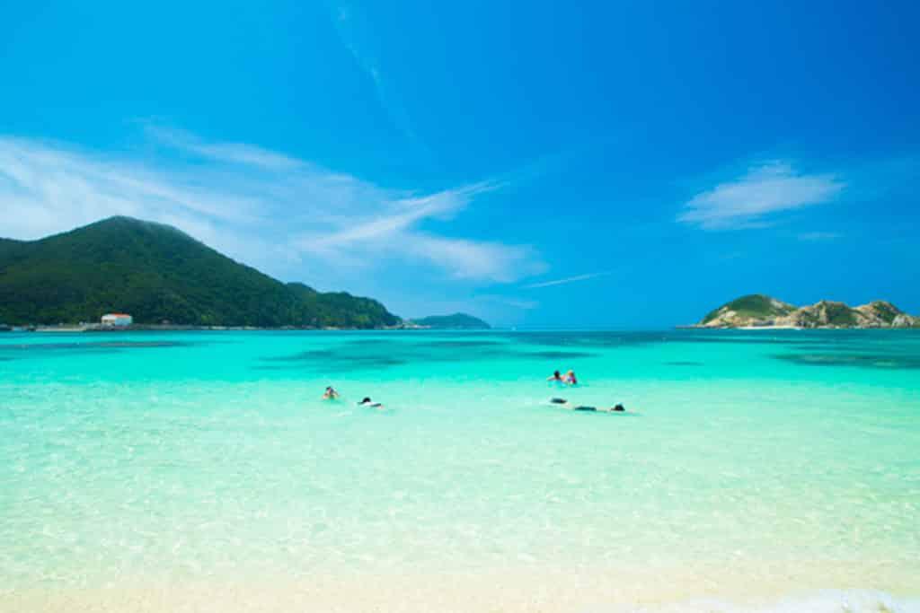 Playas turquesa de Japón, mar