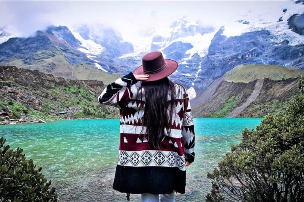 Aguas turquesa en Laguna Humantay, Cusco,Perú