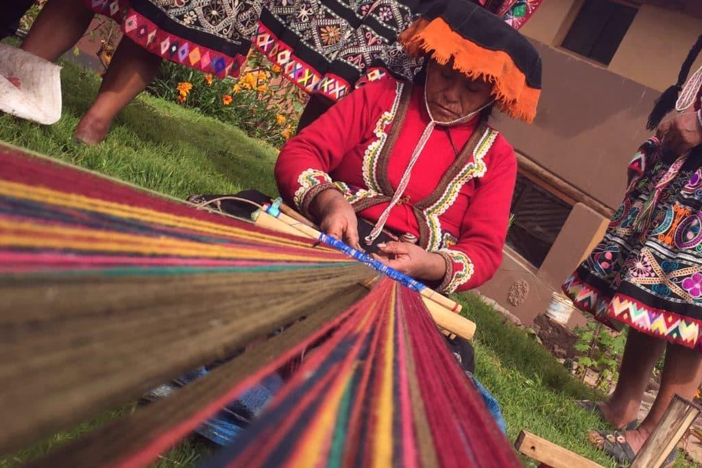 Tejedora pisac comunidad Amaru Valle Sagrado de los Incas