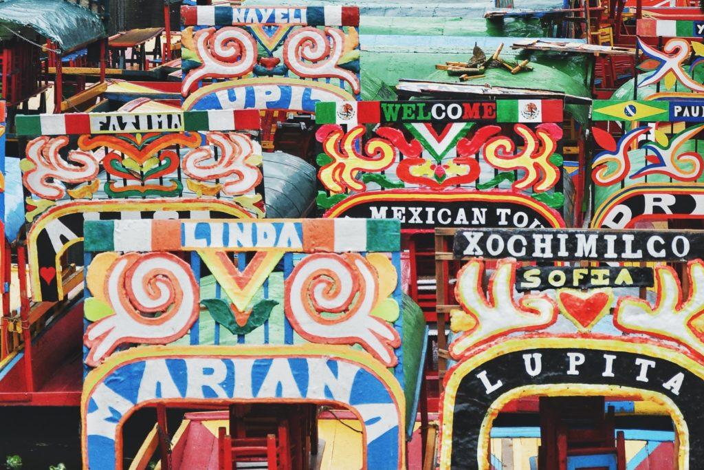 Trajineras, Xochimilco en México, ciudades