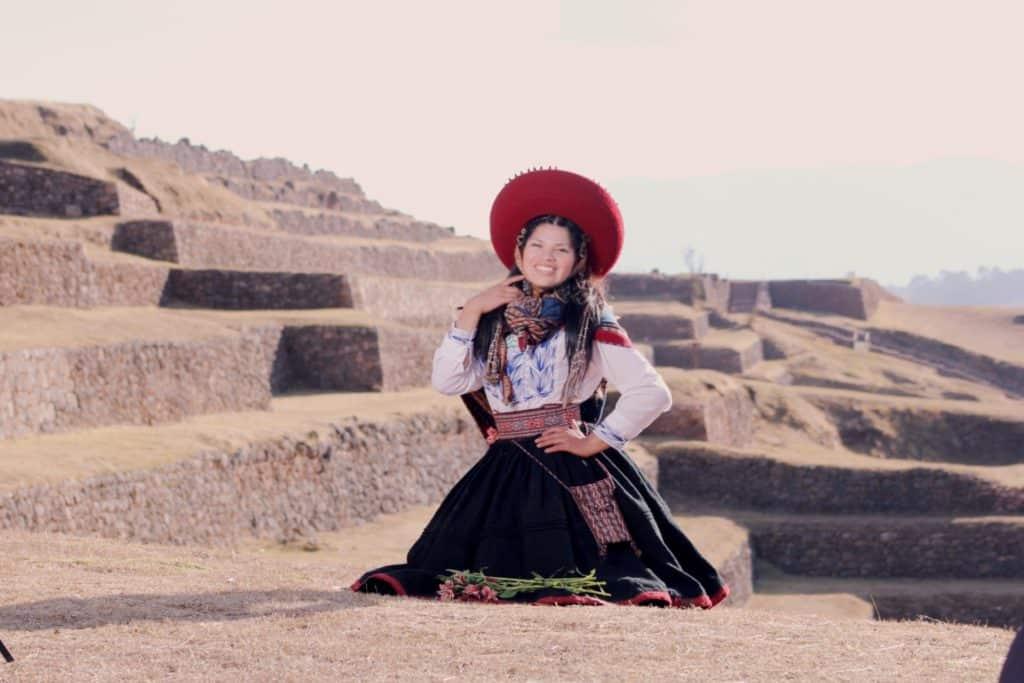 Aclla en los Andenes de Chinchero, Valle Sagrado de los Incas