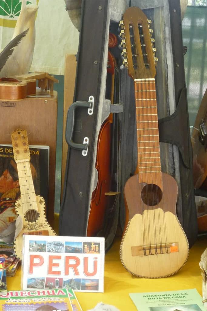 Charango, instrumento que ver en Perú