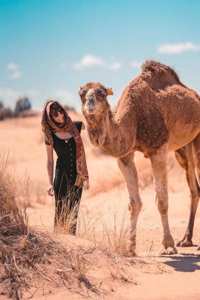 Pasear por el desierto en camello