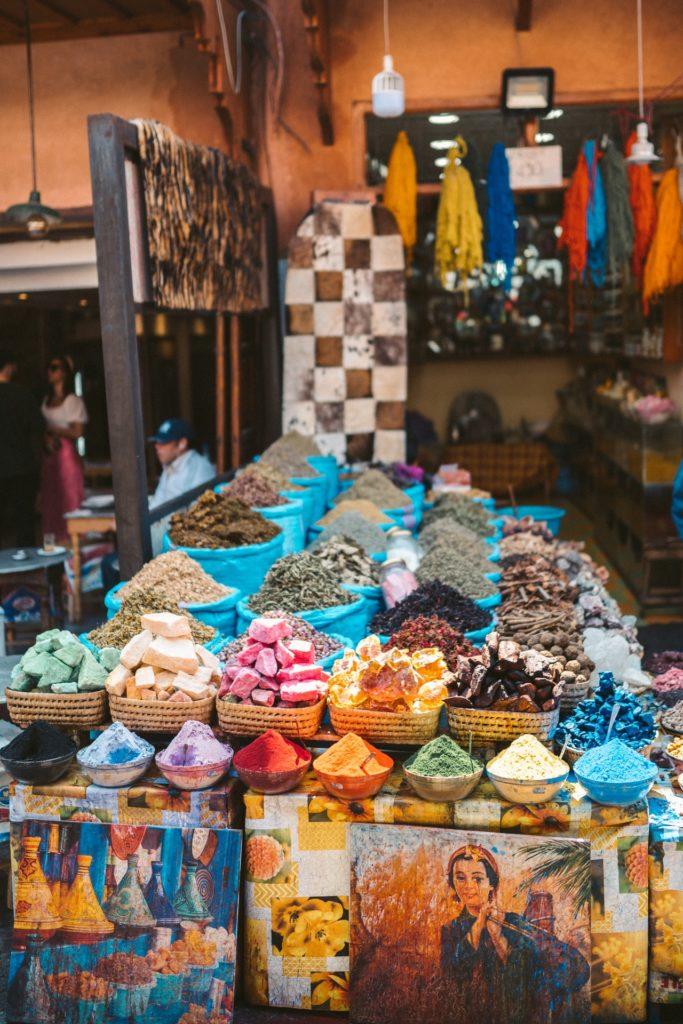 Zoco de especias en la medina de Fez - Marruecos