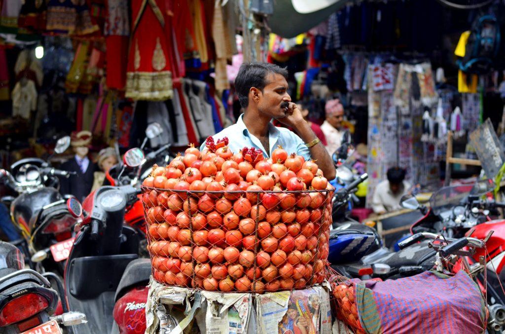 hombre en el mercado, Nepal