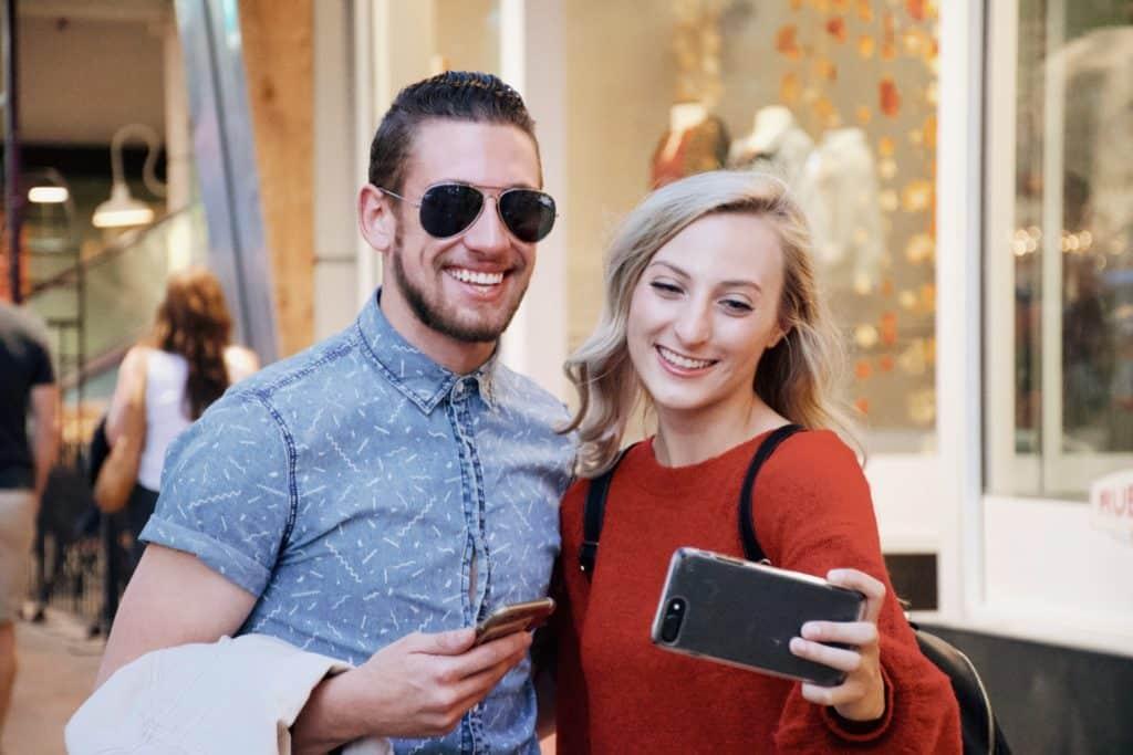 Para tu viaje de pareja, el móvil con tarjeta SIM