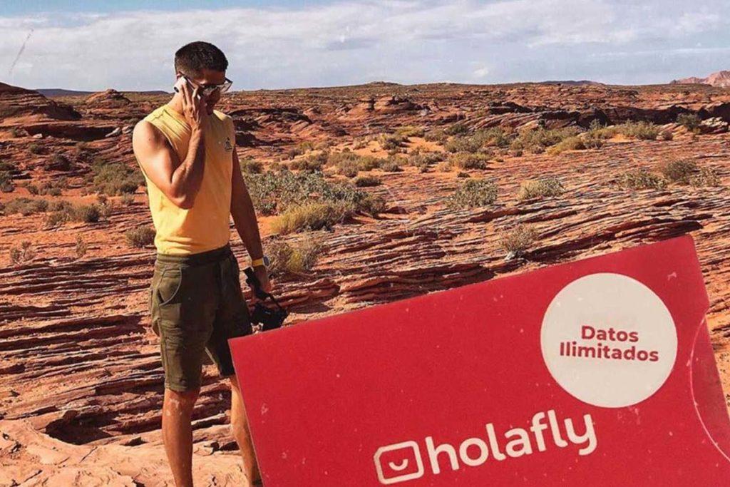 roaming en arizona eeuu turista realizando llamada con sim prepago
