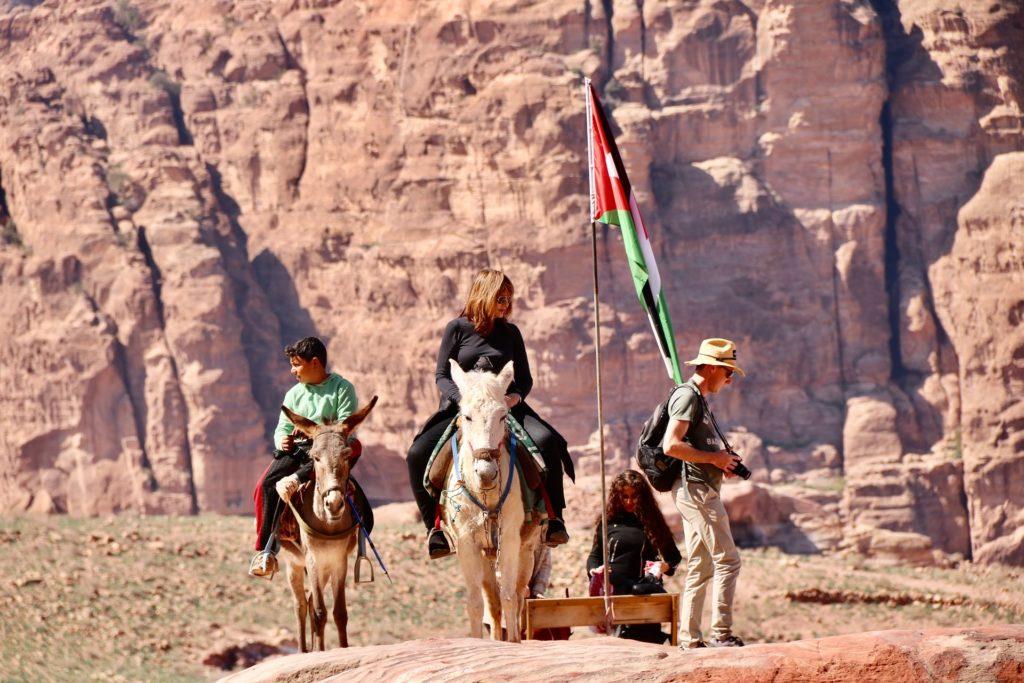 Sigue conectado a Internet mientras disfrutas la ciudad Antigua de Petra.