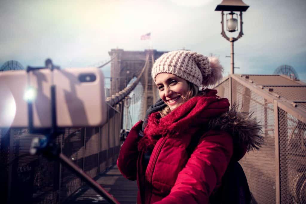 Internet ilimitado para hacer videos streaming mientras visitas el puente de Brooklyn en Nueva York.