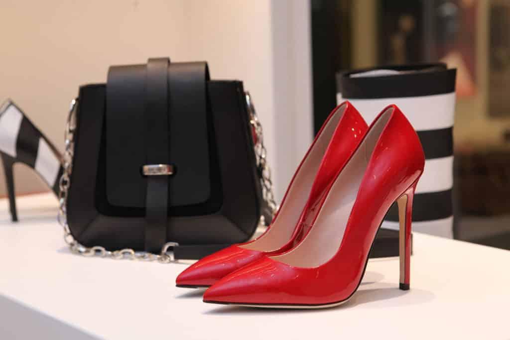Comprar en Andorra, outlets, zapatos cartera