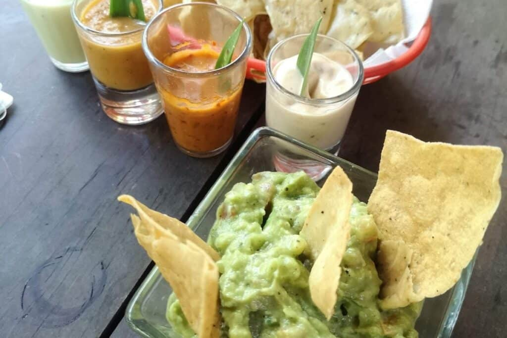 guacamole totopos mexico