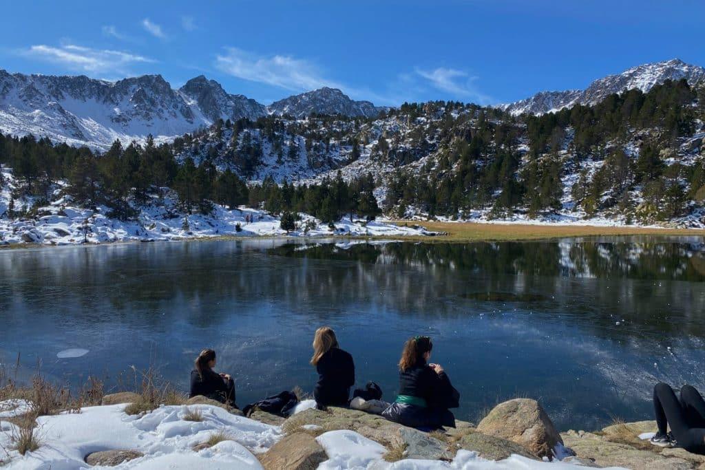 Visitez les magnifiques lacs d'Andorre avec toute votre famille.