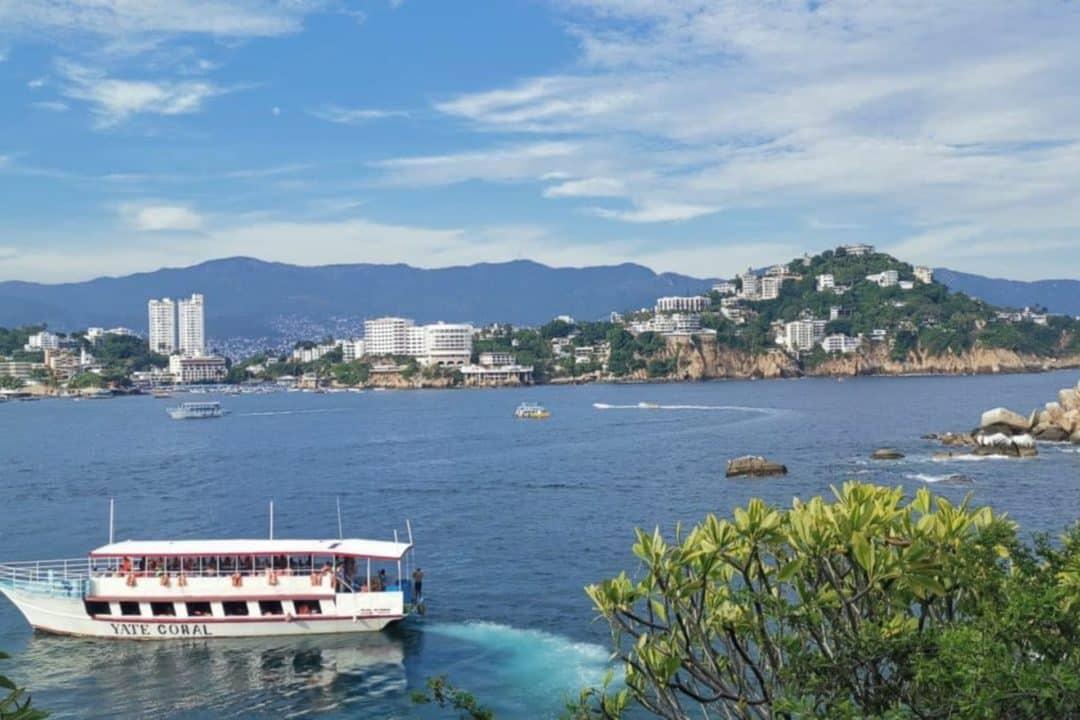 Mer d´acapulco au Mexique avec un bateau, acapulco mexico