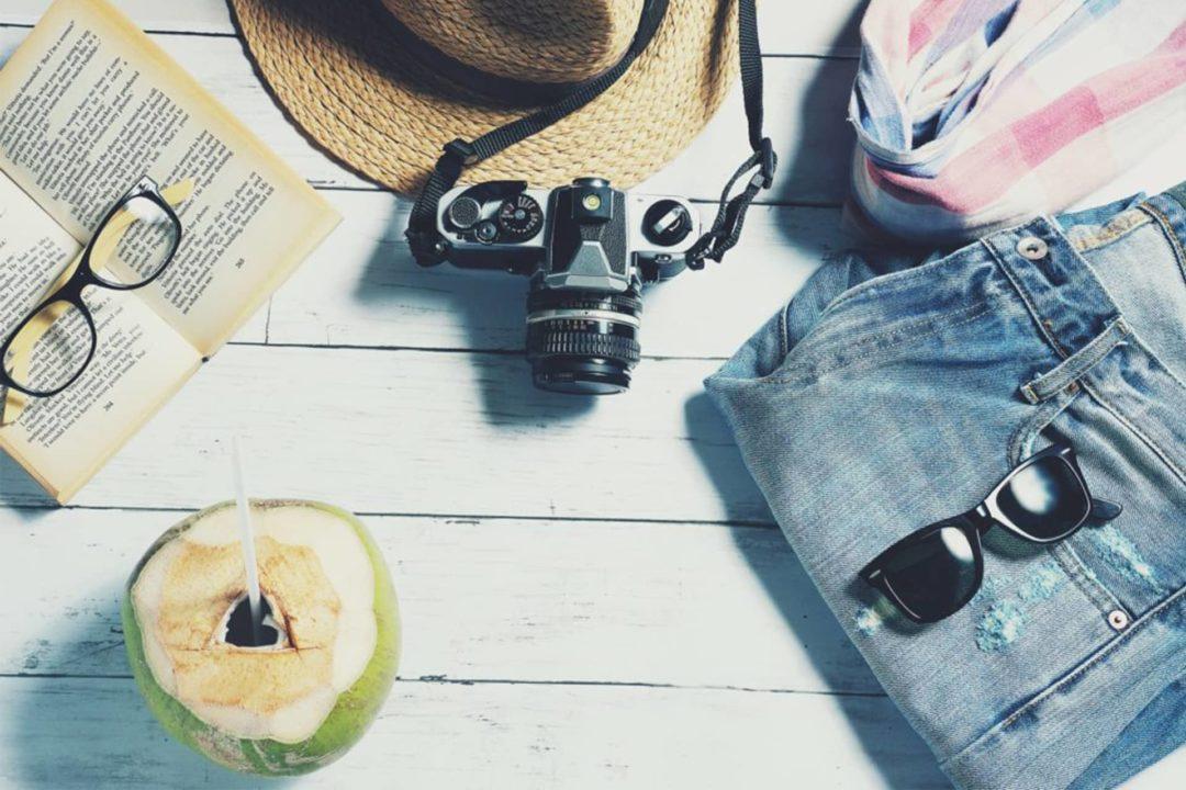 lunettes, livres, vetêments, chaussures, valise mexique