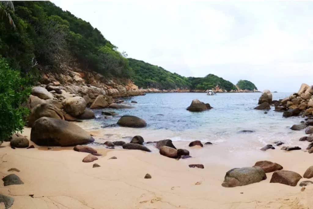 Ile de la Roqueta à Acapulco avec des touristes faisant de la plongée, acapulco mexique