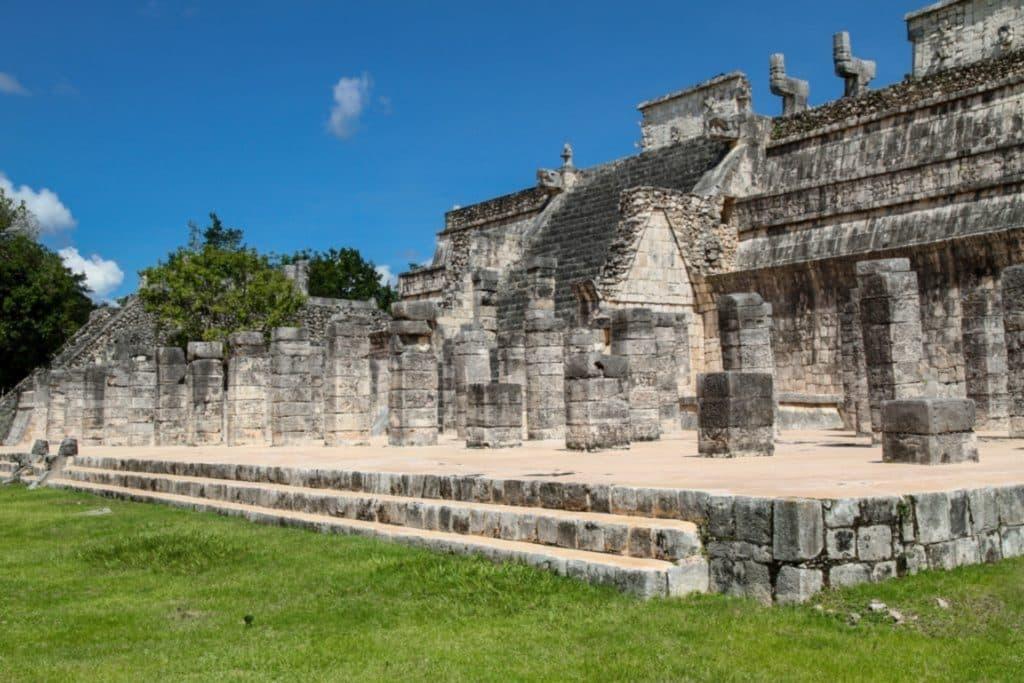 Ruines des contructions maya à Chichén Itzá au Mexique