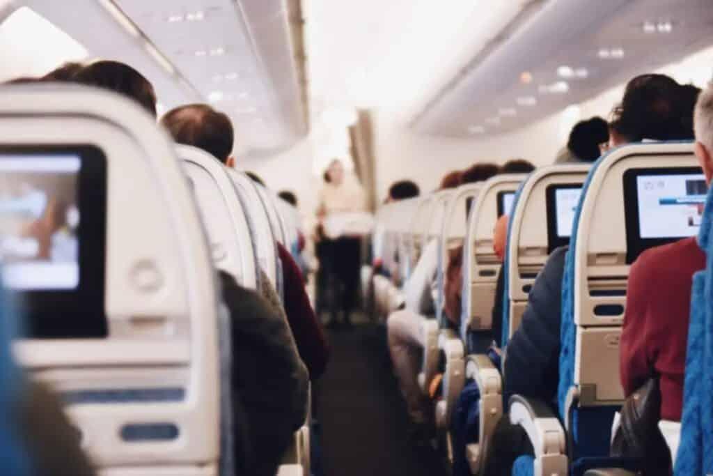 voyageurs dans un avion