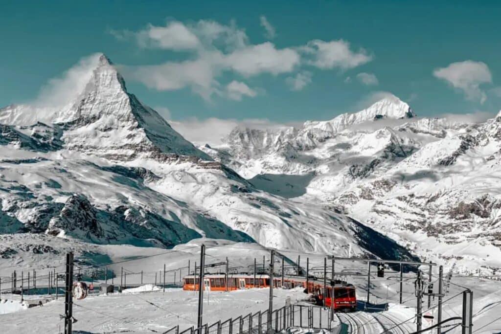 montagne matterhorn avec son train, que voir suisse