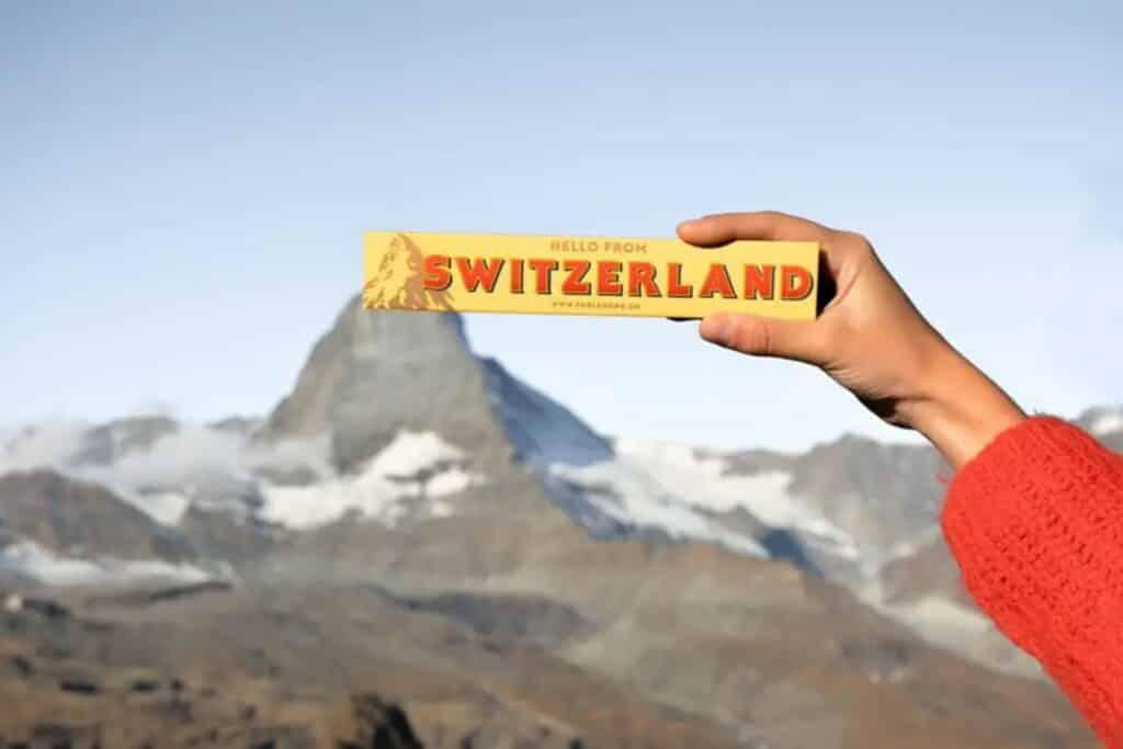 chocolat switzerland face a la montagne suisse