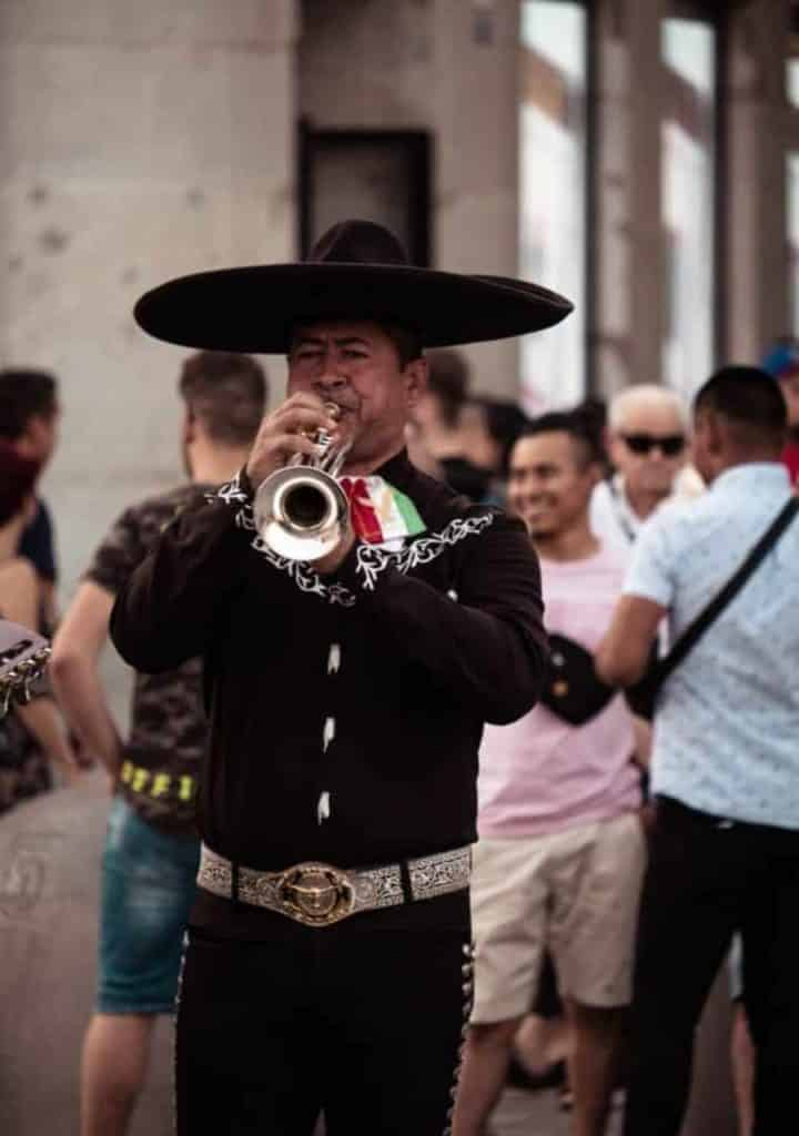 Mariachi mexician jouant de la trompette, que voir a guadalajara